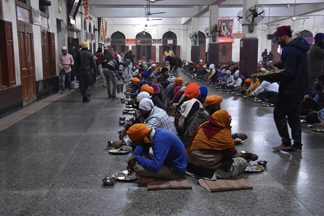 800px-The_famous_'langar'-_free_meals_for_one_and_all_(38938496121)
