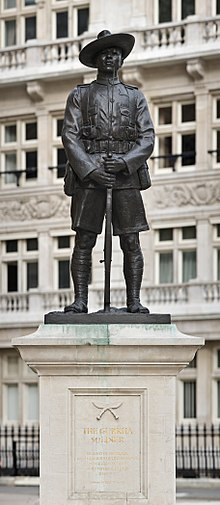 220px-Gurkha_Soldier_Monument,_London_-_April_2008.jpg